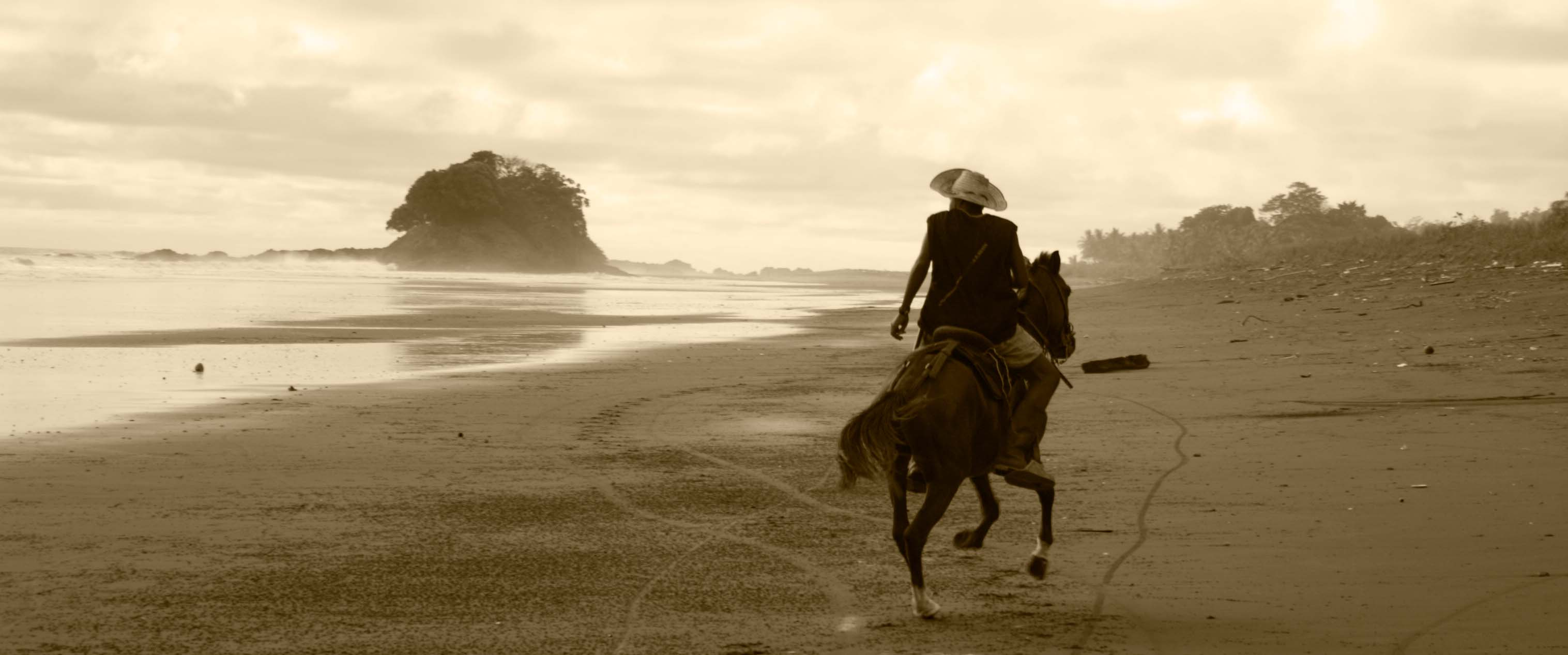 Horse-riding on the beach (Colombian Pacific Coast)